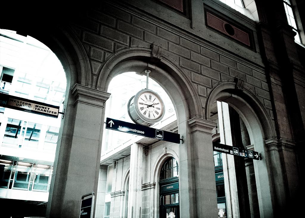clock-zurich-main-train-station